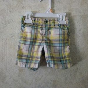 🔥18-24m Old Navy boys plaid shorts